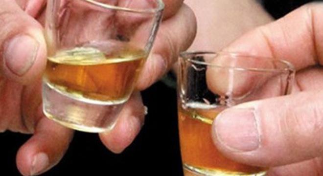 Người bệnh viêm đại tràng cần kiêng uống rượu bia