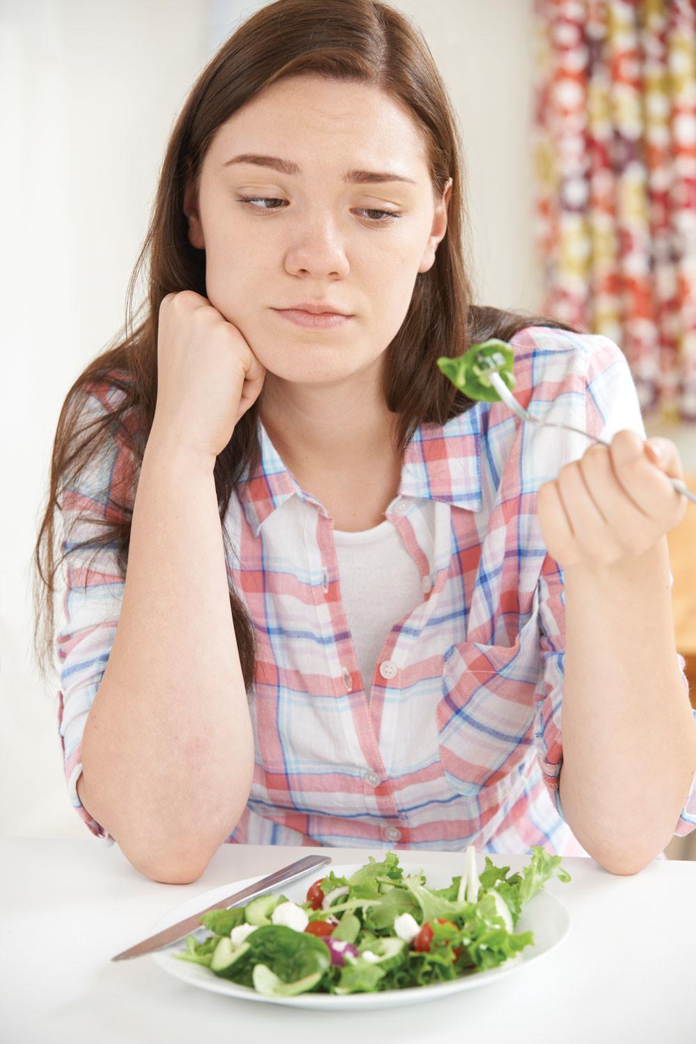 Chán ăn là tác hại thường gặp của bệnh viêm đại tràng
