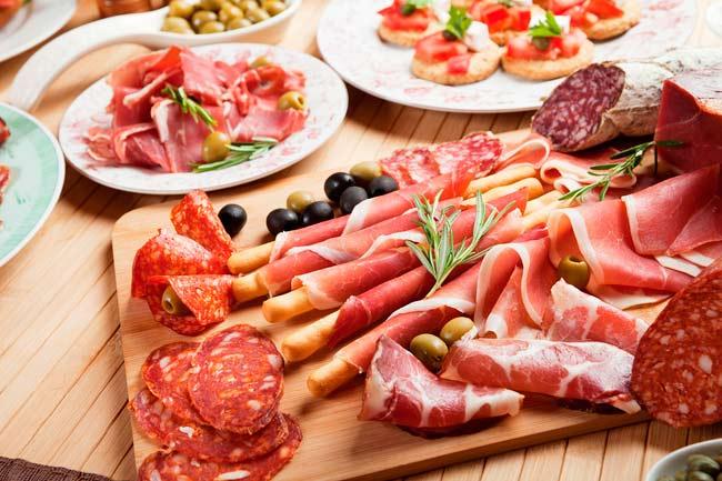 Bị viêm đại tràng co thắt không nên ăn thực phẩm chế biến sẵn
