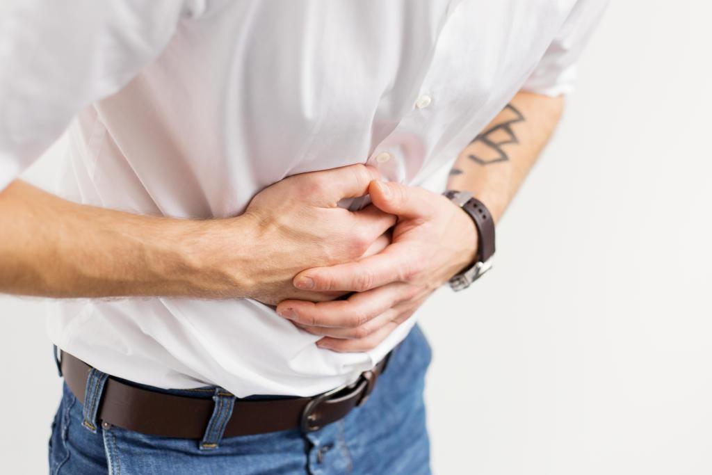 Đau bụng là biểu hiện của bệnh đại tràng do nhiễm khuẩn Amip