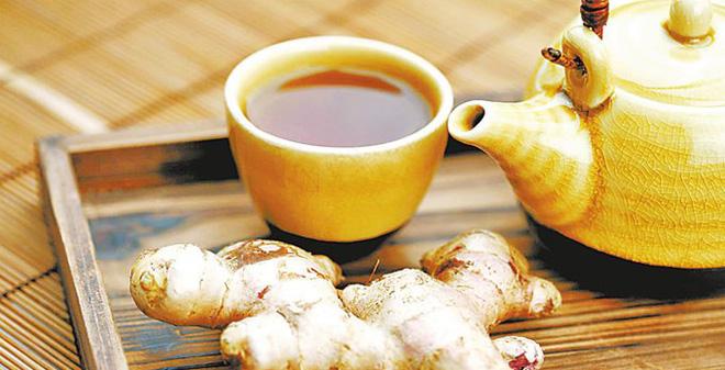 Người viêm đại tràng nên uống trà gừng để giảm đau bụng
