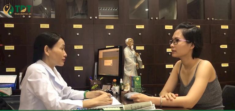 Chị Ngọc Tú đến tái khám tại Trung tâm Thuốc dân tộc